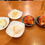 オモニのひと味 - 料理写真:前菜とキムチ