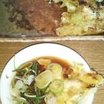 めんきち - 料理写真:焼きワンタンは、ラー油を垂らした特製だれにネギを入れて一緒に食べます