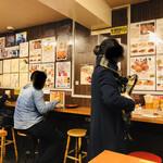 たこやき やまちゃん2号店 - お一人様でサクッと食べて、飲んで帰られる方が多いです。 _:(´ཀ`」 ∠):ベロヤケター