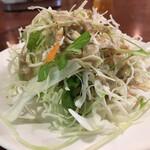 クンメー - サラダは胡麻ドレッシング。