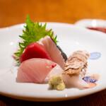 127321558 - お造りの盛り合わせ 岡山の蝦蛄 天草の鰆の酢締め、鮪、平目、鰤