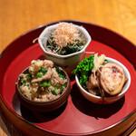 高太郎 - 子持ちやりいか 金時草とえのきのお浸し、鮪節 大桃さんのおから 五目煮