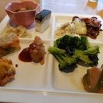 SUPREME - 奥の小鉢、菜の花とアサリの梅和えが美味しかった。