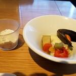 SUPREME - 魚の料理、イマイチ。豆腐とチーズのディップもイマイチ。