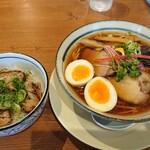 らぁ麺 くろき - 鶏煮干しらぁ麺 750円+煮玉子 100円、チャーシュー丼 300円