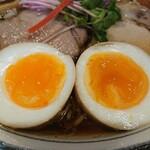 らぁ麺 くろき - 煮玉子アップ