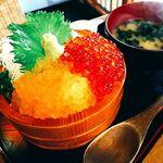 海鮮丼専門店 伊助 - 2020年3月13日、これが噂の黄金イクラ。