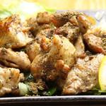 國吉食堂 - 鶏もも沖縄ハーブ焼き(ノニ、クミスクチン、フィファチ、ぬちまーす使用)