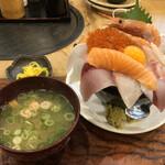 天満産直市場 - 漁師のこぼれ海鮮丼