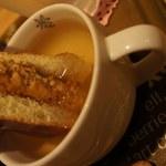 対馬バーガーKiYo - 【いりやきバ-ガ-】こだわりス-プに【つけ・つけ】して・・・食べるんです。