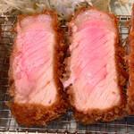 127365226 - 【2020年03月】特ロース豚かつ定食の断面。