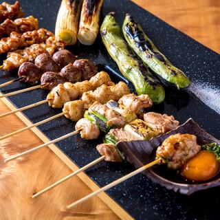 旨味溢れる焼鳥や旬の食材の串揚げなど、逸品料理が目白押し♪