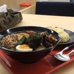 ノットカレー - 野菜たっぷりスープカレー(ゆで玉子、納豆、チーズをトッピング)