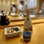 すし京辰 - 熱燗とお通しのホタルイカのボイル酢味噌和え