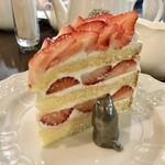 127378636 - いちごのショートケーキ