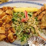 12738278 - 日替わりランチ 麻婆豆腐と唐揚げ