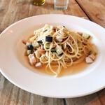 ロイヤル ガーデン カフェ - スパゲティ メカジキ、ナス、トマトの白ワインソース