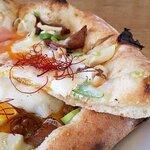 真鶴ピザ食堂KENNY - 焼き豚と卵とたけのこ部のアップ(2020.2)
