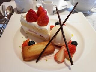 アンリ・シャルパンティエ 芦屋本店 - ザ・ショートケーキ