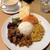 アラリヤ ランカ - 料理写真:スリランカプレート(上からパパダン、ニンジンサンボル、パリップ(レンズ豆)、大根、ポーク、ビーツ、オクラ)