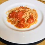 127391270 - フルーツトマトとフレッシュトマトのスパゲッティ