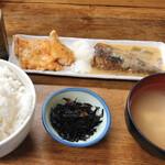 魚力 - サバの味噌煮と鮭ハラスのハーフ 1,100円