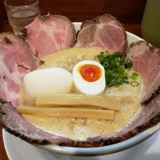 ラーメン家 みつ葉 - 料理写真:豚CHIKI しょうゆ チャーシュー麺  味玉  大