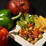 スパイスバル317 - ・ひよこ豆のカチュンバル  500円  箸休めにもピッタリ生野菜&ひよこ豆のスパイシーサラダ