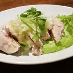 大連餃子基地 DALIAN - ぷるぷる蒸し鶏のネギソース