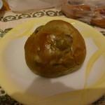 高原のパン屋 麦の家 - 豆パン 73円