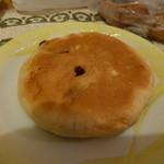 高原のパン屋 麦の家 - ぶどうとクリームチーズ 147円
