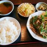 中華美食館 - チンジャオロース定食(ランチ) 食後に杏仁豆腐が付きます。 ¥750