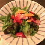 中野レンガ坂 洋食堂 葡萄 - サラダ550円は活き活き野菜がいただけます