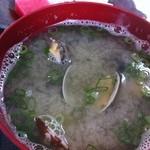 磯や - アサリとイガイの味噌汁。貝たっぷり!