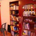 カフェ ミミ - フランスに関する本がたっくさん!