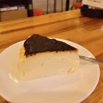 ビストロ酒場ブルボン - バスクチーズケーキ