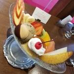 和洋折衷喫茶 ナガヤマレスト - プリン・ア・ラ・モード 980円