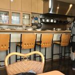 アララ - 店内 厨房とカウンター