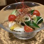 北ノ酒場 TACHIPPA - ゴロゴロ野菜と塩昆布のサラダ