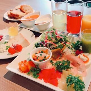選べるメイン&神戸野菜たっぷりの前菜盛り合わせとパン付ランチ