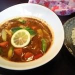 らっきょ - 鶏肉と春野菜のレモン塩炒めスープカレー