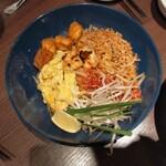 THAIFOOD DINING&BAR マイペンライ - パッタイ    1080円