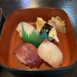 とも盛 - 料理写真:マグロ、シマアジ、アナゴ、鯛のにぎり