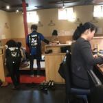 飯屋 いの吉 - 店内をパシャ 女性客ばかし 平日の11時半 開店直後
