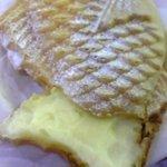 薄皮鯛焼 しっぽのあんこ - しっぽにもぎっしりクリームが入っていることを確認。