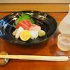 とも八 - 料理写真:お造り盛り合わせ & 冷酒(久保田)