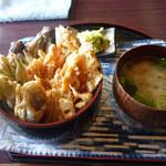 毘沙門茶屋 - 野菜天丼 800円