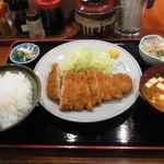 とん亭 - とんかつ定食、850円