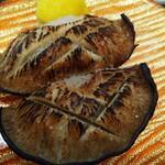 活魚廻転寿し 水天 - 肉厚椎茸岩塩炙り