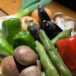 鶏式ジョージ - 新鮮野菜は野菜焼きで提供!